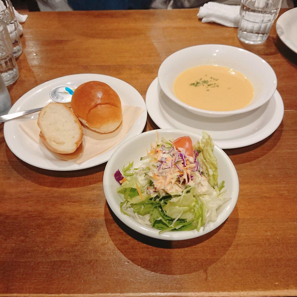 豊岡市スターダストのサラダとパンとスープ