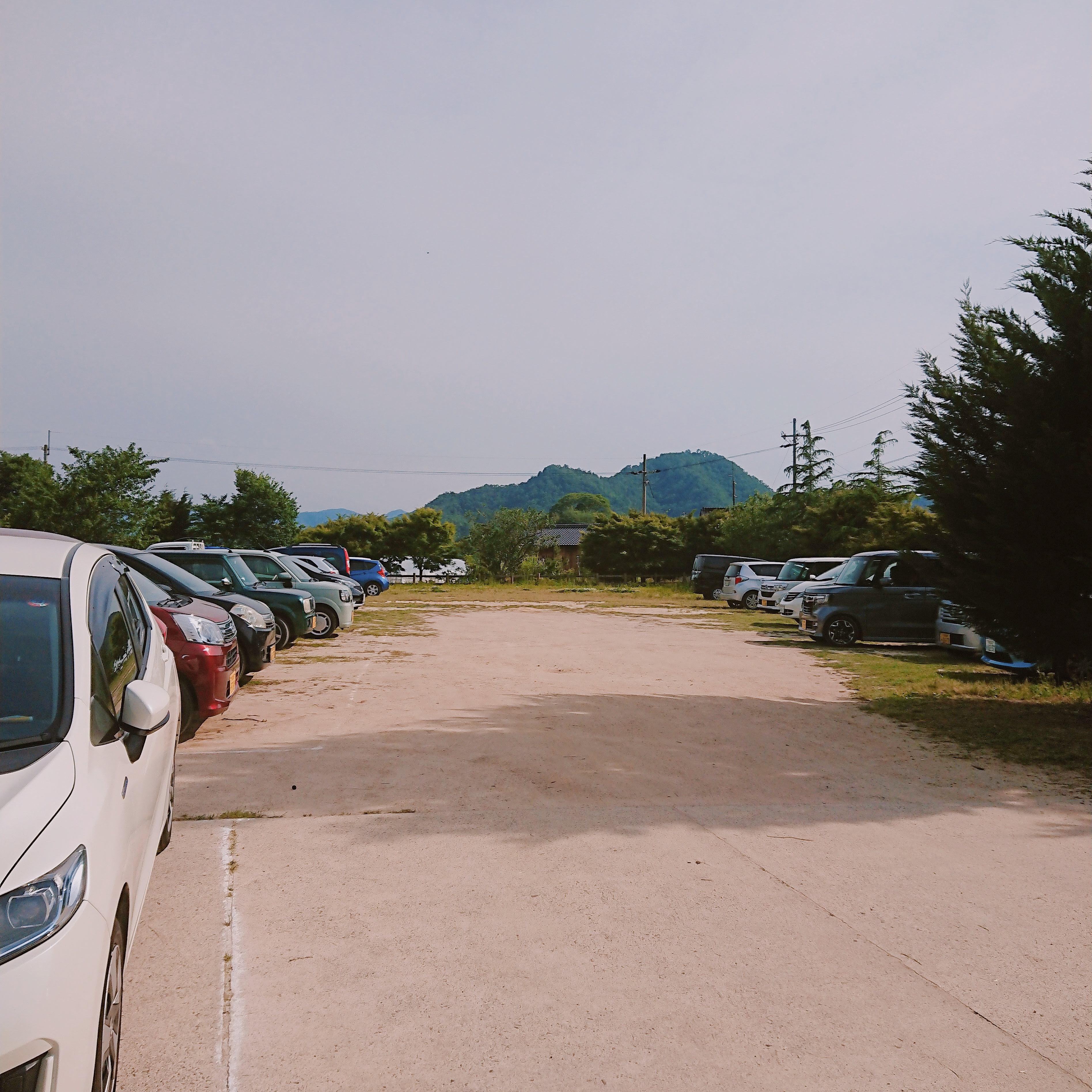 「ミルク工房そら」の駐車場