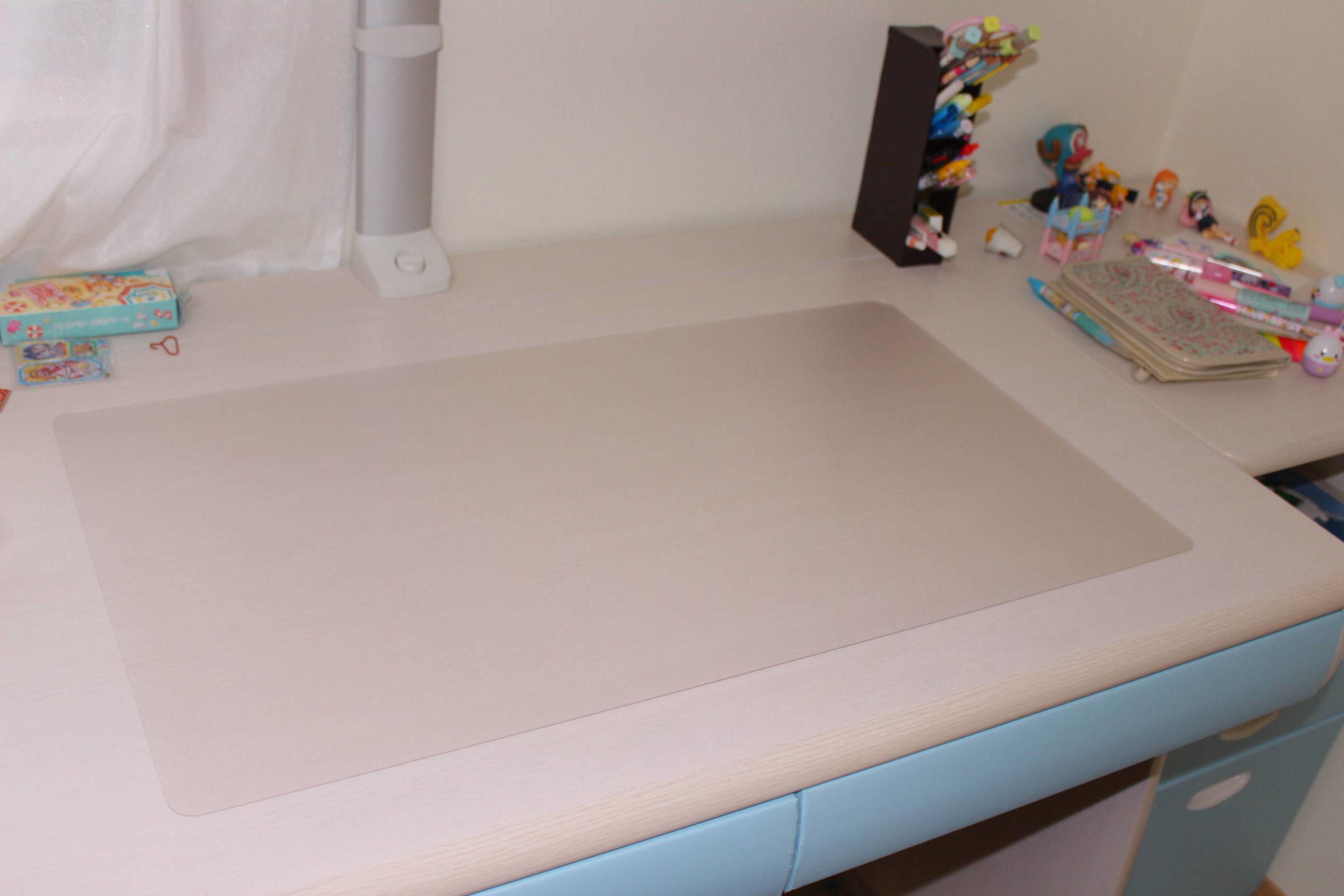机の上に敷いたデスクマット