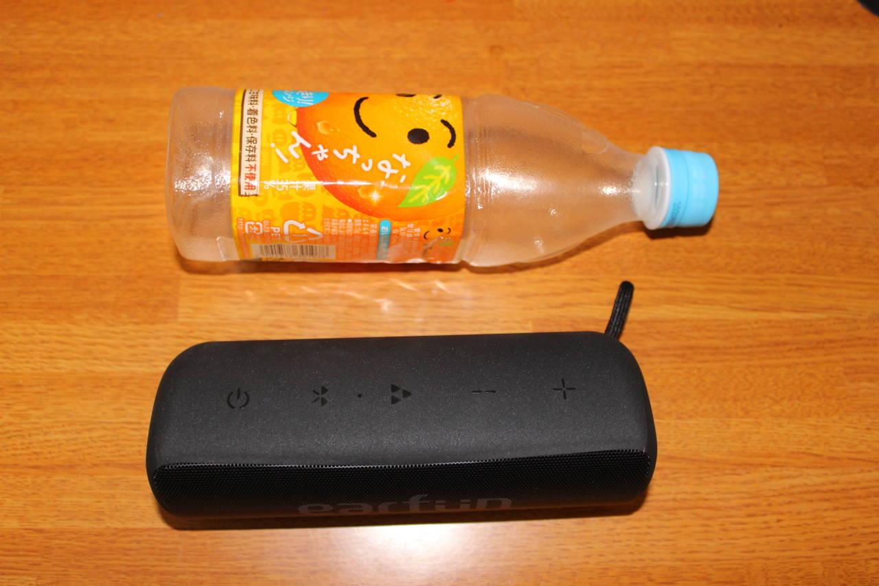 EarFun Goとペットボトルの大きさ比較