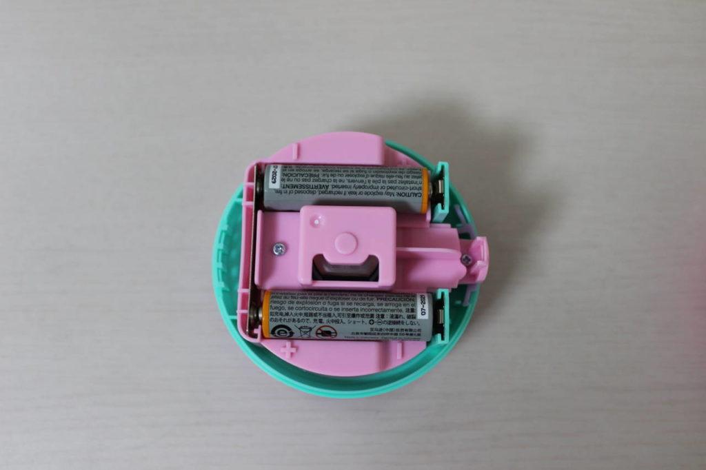 ソニック卓上掃除機スージーに乾電池を入れた写真
