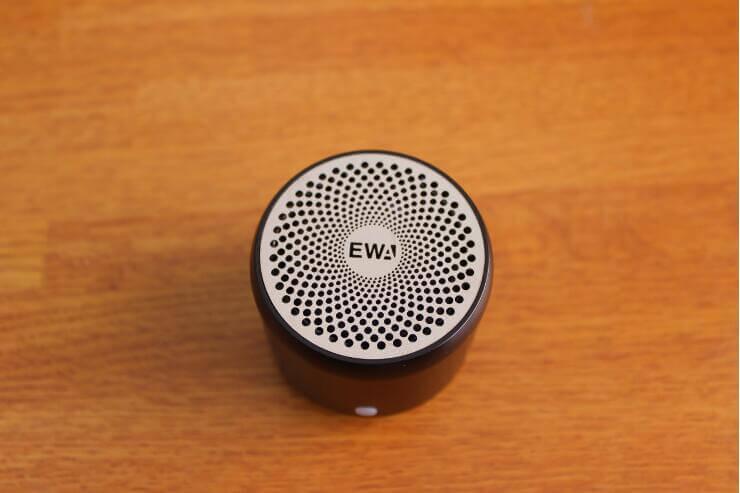 EWA A106Pro ポータブルBluetoothスピーカーの上面