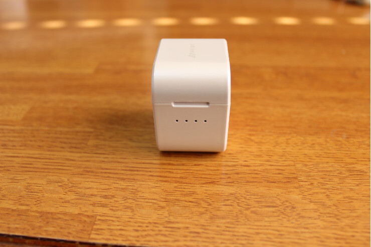 AVIOT TE-D01g 完全ワイヤレスイヤホン 充電ケース正面