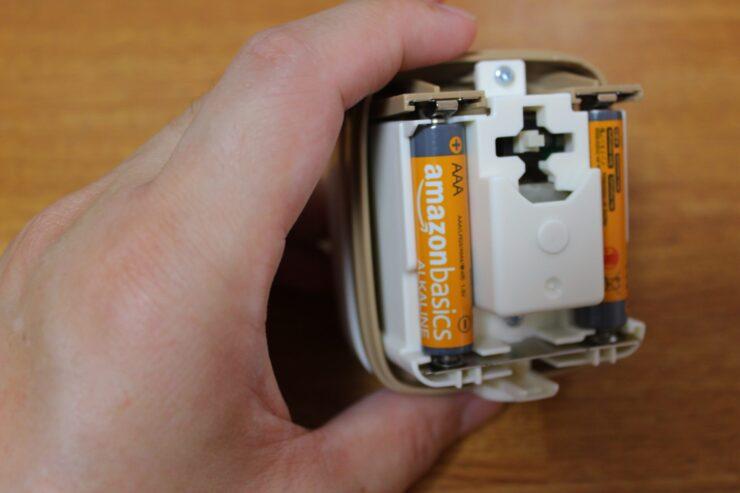 「スージーコロン」乾電池を入れたところ