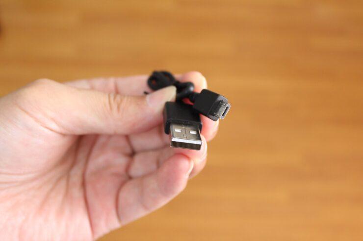 「OneOdio SuperEQ S1」付属の充電用USBケーブル