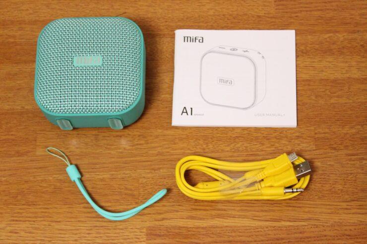 「MIFA A1 ポータブルBluetoothスピーカー」同梱品